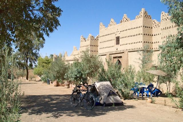 Voor een Kashbah in Marokko.