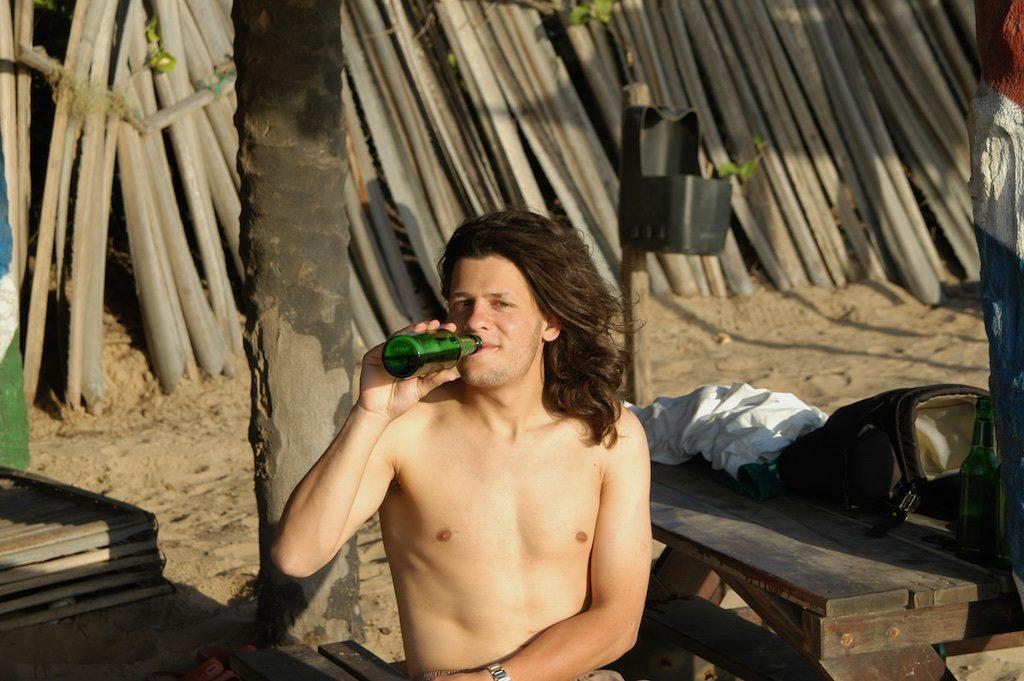 Julbrew op het strand in Gunjur
