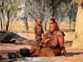 Himba bij Kamanjab