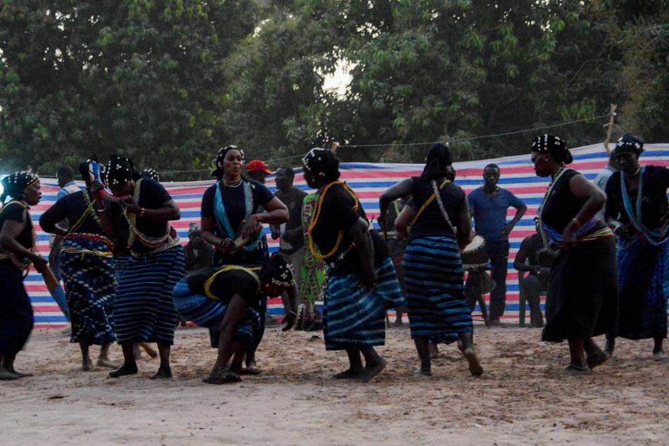 Thionk Essyl dansers Senegal
