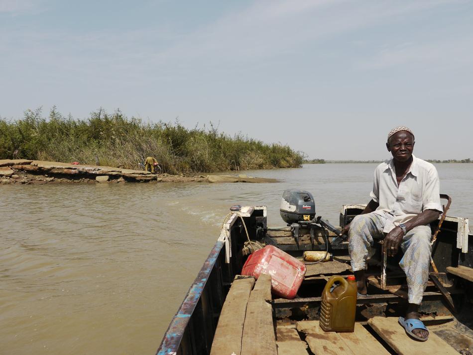 Boot op de Gambia Rivier bij Janjanbureh