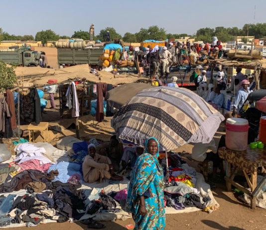 Oum Hadjer Tsjaad kledingverkoper