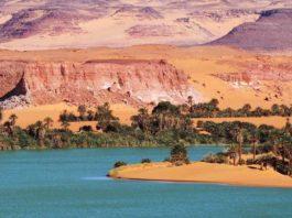 De meren van Ounianga in de Sahara